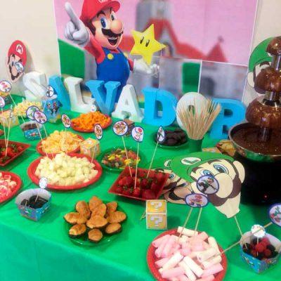 Imagen de mesa dulce con tema de Mario Bros