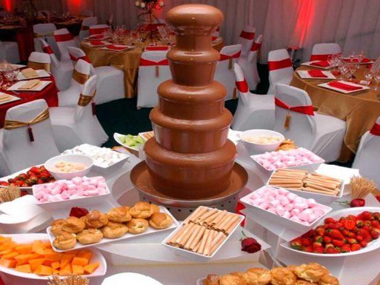Imagen de fuente de chocolate en celebración.